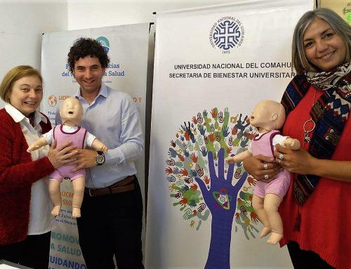 #UNCo La Facultad de Ciencias del Ambiente y la Salud (FaCiAS) de la Universidad Nacional del Comahue recibió dos maniquíes Baby Anne para reanimación cardiopulmonar RCP en lactantes, como instrumental para los cursos que realiza. #UNComa